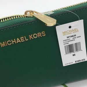 Michael Kors Bags - Michael Kors Giftables Lg ZA Continental Wallet